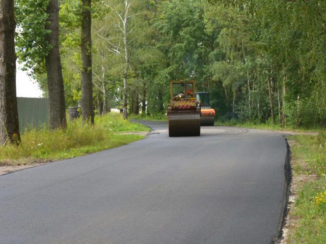 Nowa nakładka asfaltowa została wykonana przez Zarząd Dróg Powiatowych
