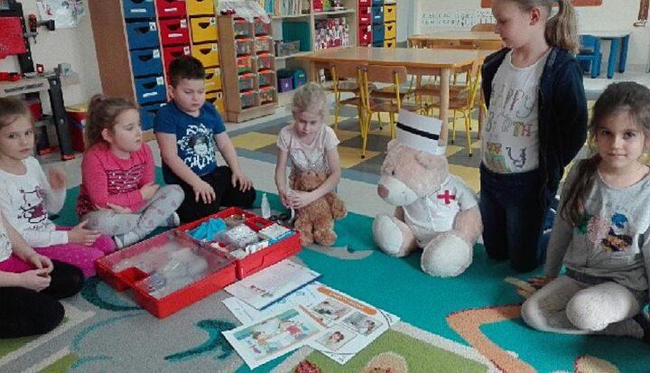 Dzieci z przedszkola w Zakręcie