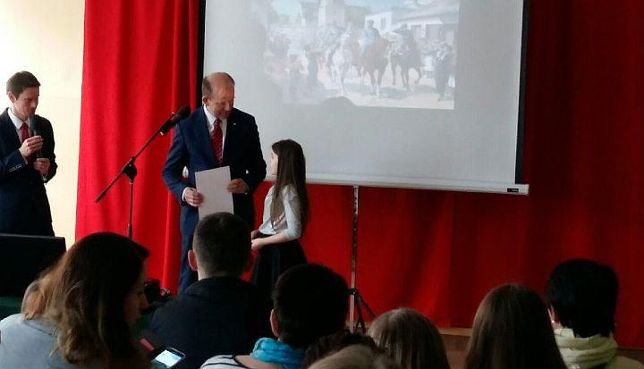 Uczennica z Zakrętu nagrodzona przez senatora Konstantego Radziwiłła