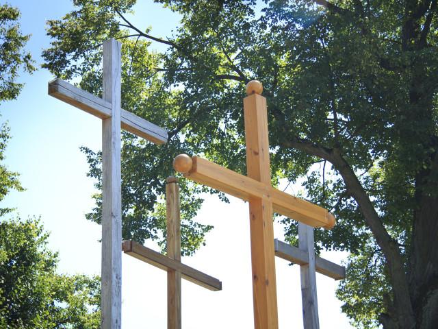 Krzyże misyjne przy Kościele pw. św. Wawrzyńca w Gliniance