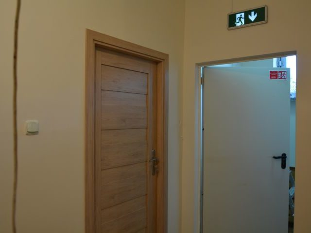 Wymiana drzwi w przedszkolu w Wiązownie