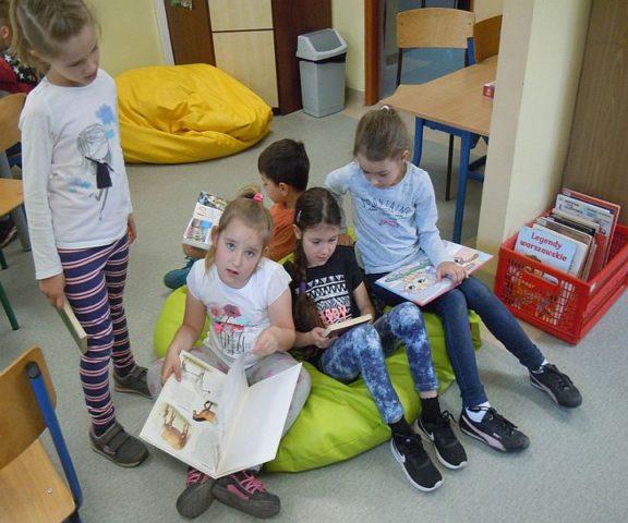 Światowy Dzień Książki w Szkole Podstawowej w Zakręcie