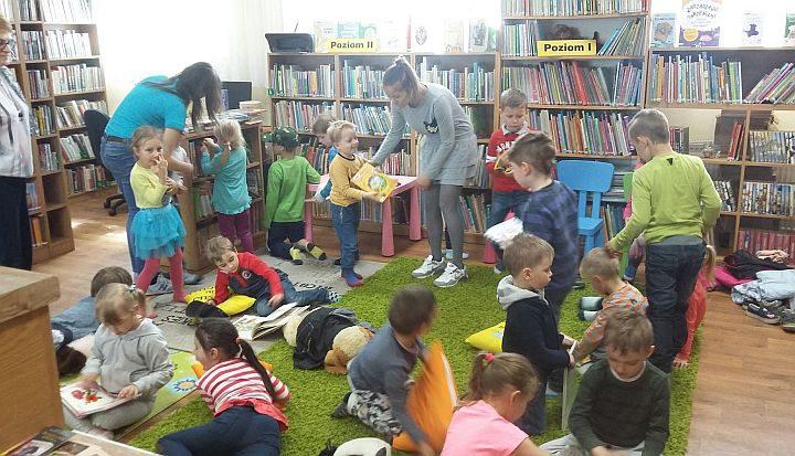 Małe Stópki w Bibliotece