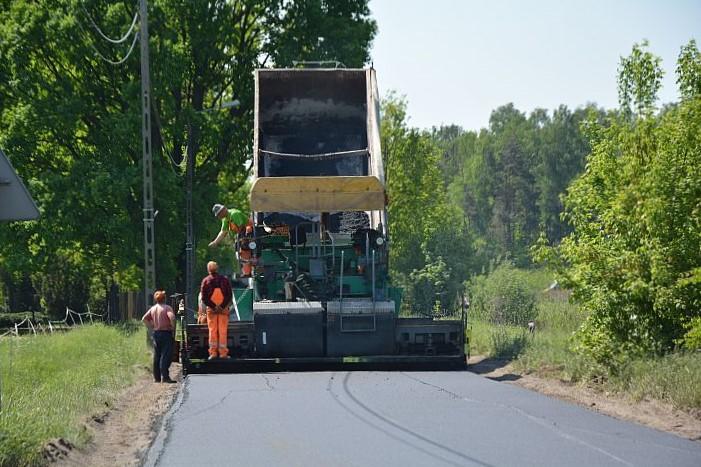 Nakładka asfaltowa na ul. Szkolnej w Zakręcie