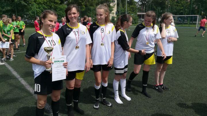 Mistrzostwo Powiatu Otwockiego w Piłce Nożnej Dziewcząt dla Glinianki.