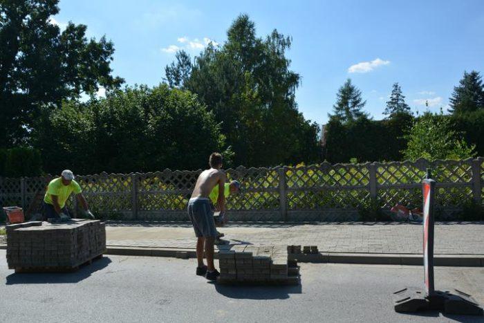 Budowa peronów autobusowych w Zakręcie