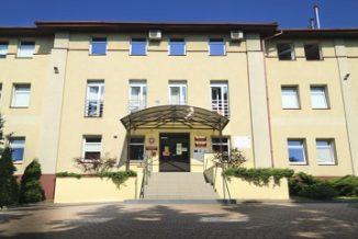 Wejście główne do Urzędu Gminy Wiązowna jest od strony ul. Lubelskiej
