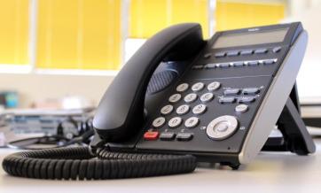 Czarny telefon stacjonarny