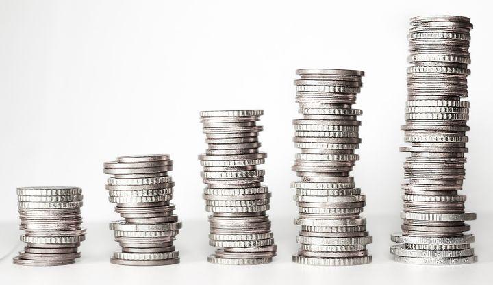 Słupki zrobione z monet od najmniejszego do największego