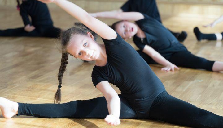 zdjęcie dziewczynka ćwiczy