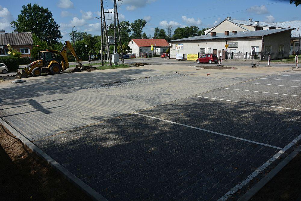 Nowy parking przy kościele w Gliniance
