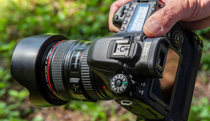 Czarny aparat fotograficzny