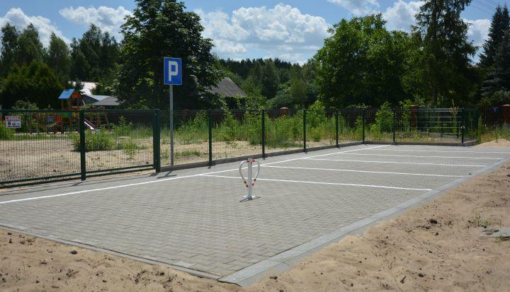 zdjęcie parking przy placu zabaw Pęclin