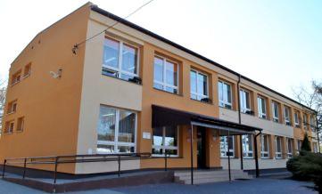 Gminne przedszkole w Pęclinie. Budynek od frontu