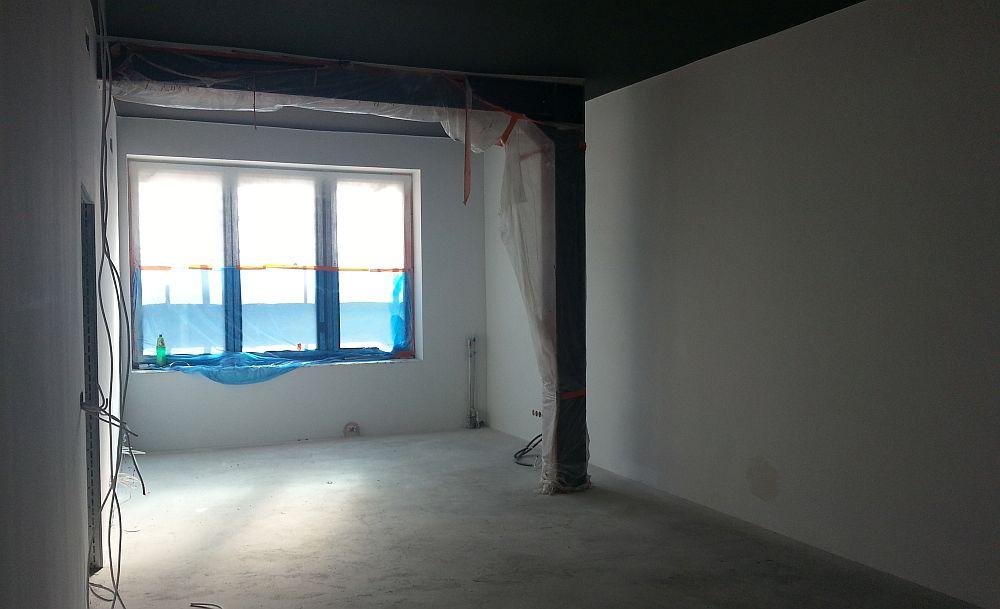 Budowa Centrum Aktywności Lokalnej. Pomieszczenie na piętrze. Sala na piętrze