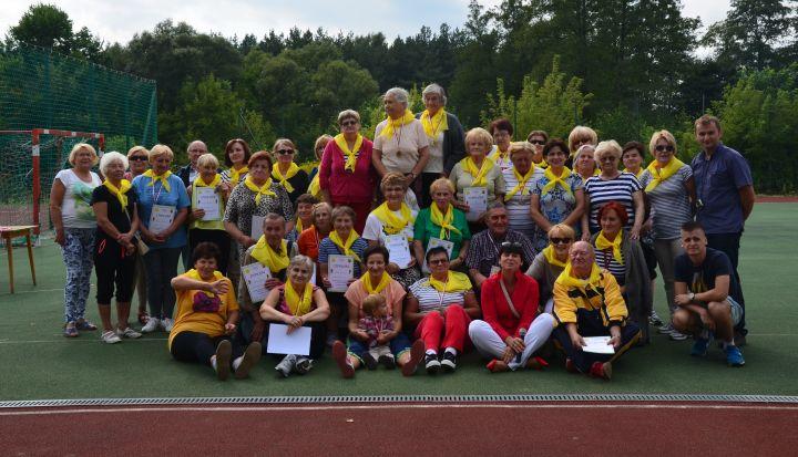 Wspólne zdjęcie uczestników IV spartakiady Seniorów gminy Wiązowna