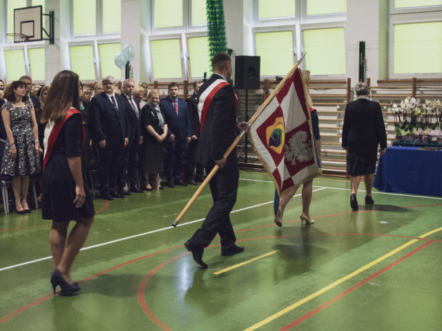 60-lecie Szkoły Podstawowej w Wiązownie. Poczet sztandarowy