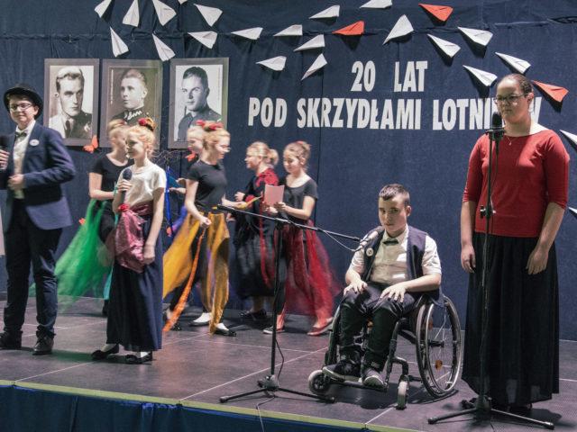 60-lecie Szkoły Podstawowej w Wiązownie. Przedstawienie uczniów