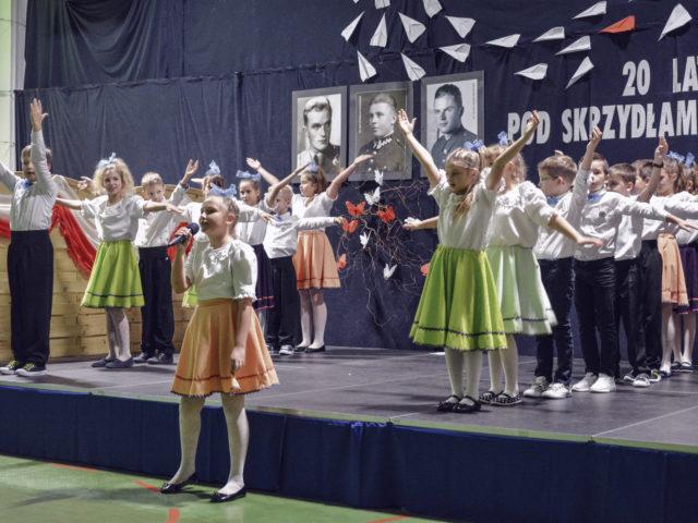 60-lecie Szkoły Podstawowej w Wiązownie. Występ uczniów