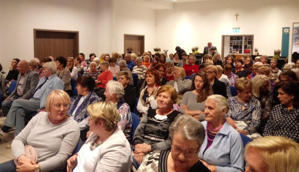Dzień Kobiet Wiejskich w woli Karczewskiej. widownia była wypełniona po brzegi