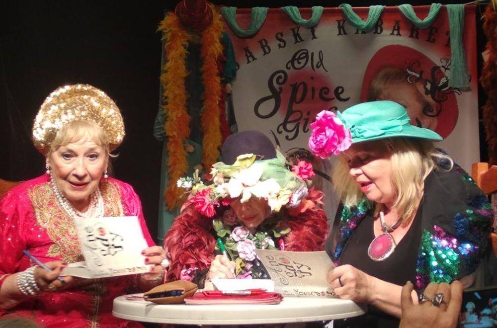 Dzień Kobiet Wiejskich w Woli Karczewskiej. Na scenie: Lidia Stanisławska, Barbara Wrzesińska oraz Emilia Krakowska