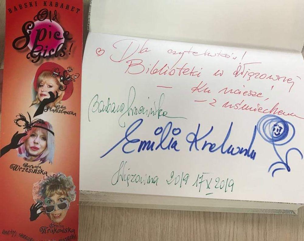 Dzień Kobiet Wiejskich w Woli Karczewskiej. Książka z dedykacją Emilii Krakowskiej