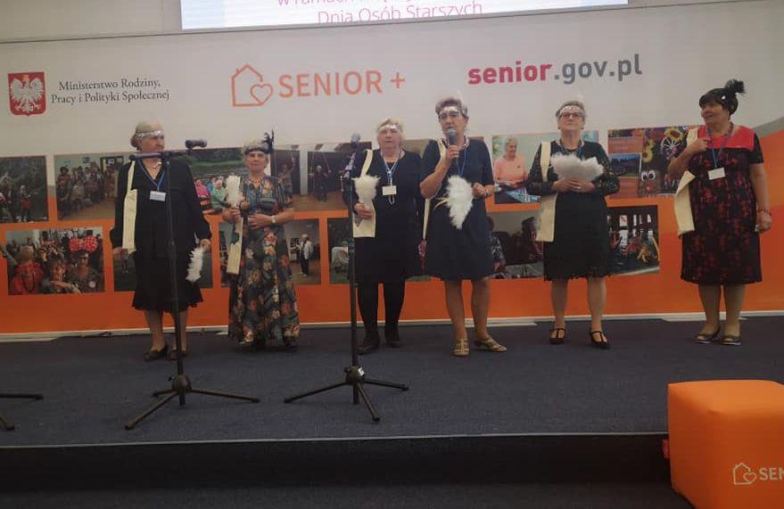 Seniorzy z Woli Karczewskiej podczas wizyty w Ministerstwie Rodziny