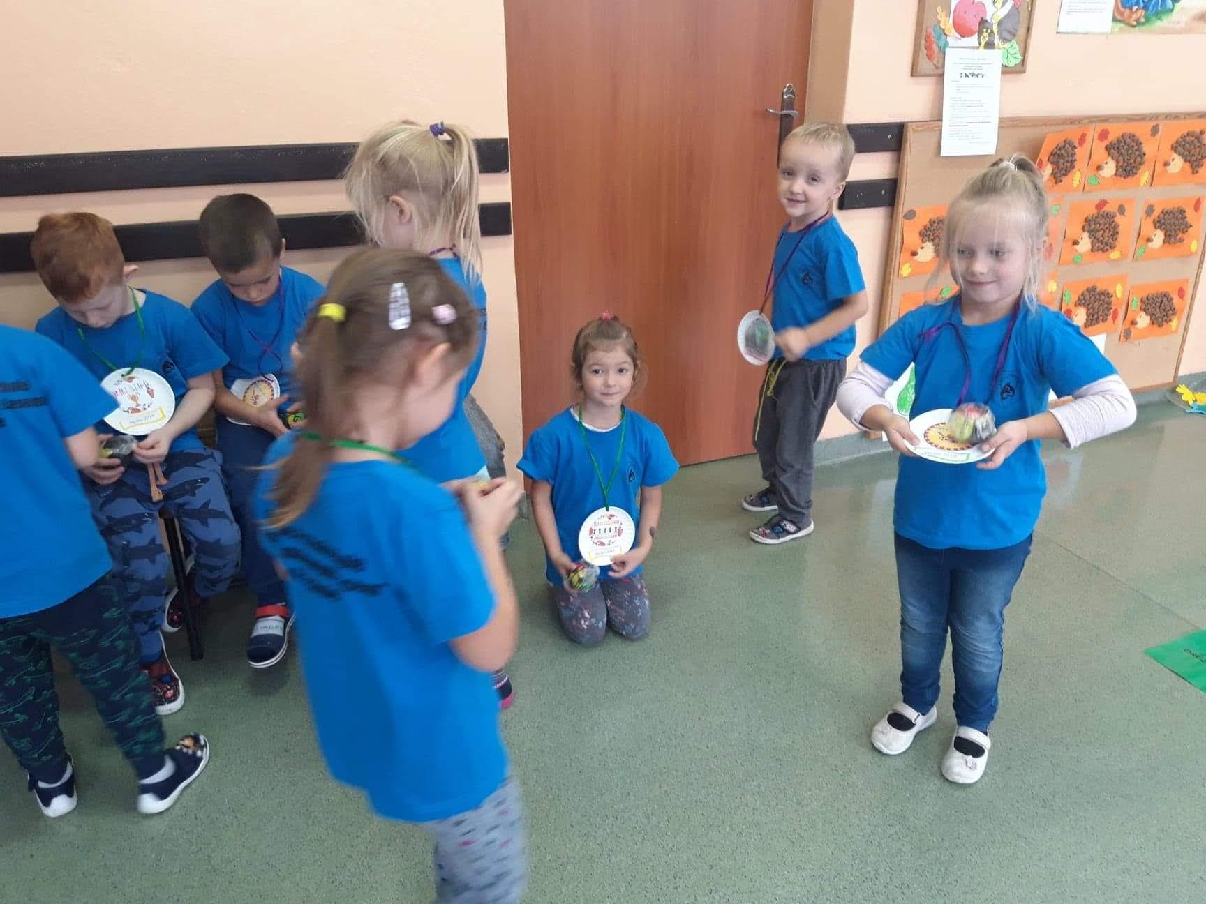 Przedszkolaki biorą udział w VII Gminnej Jesiennej Olimpiadzie Sportowej