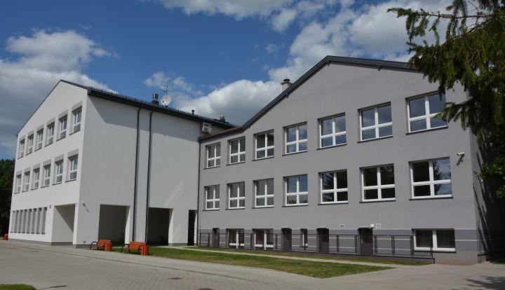 Budynek szkoły w Wiązownie