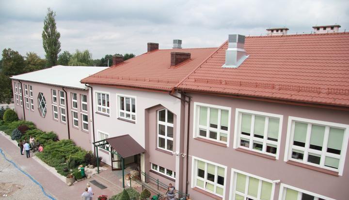 Budynek szkoły w Zakręcie