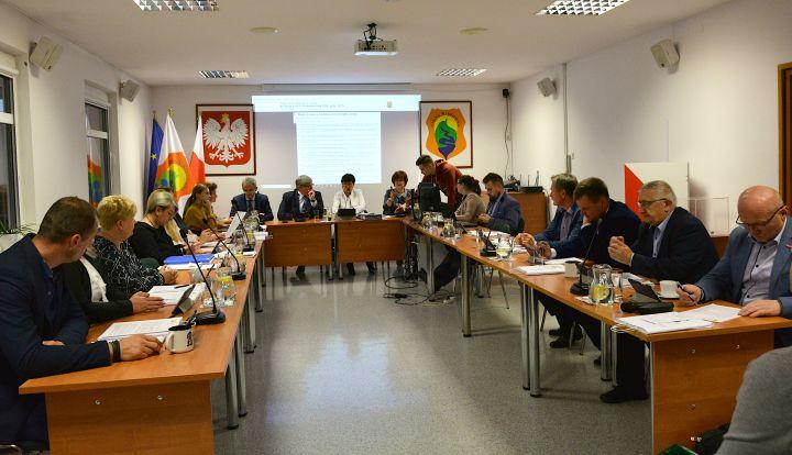 Sesja Rady Gminy Wiązowna. Radni obradują