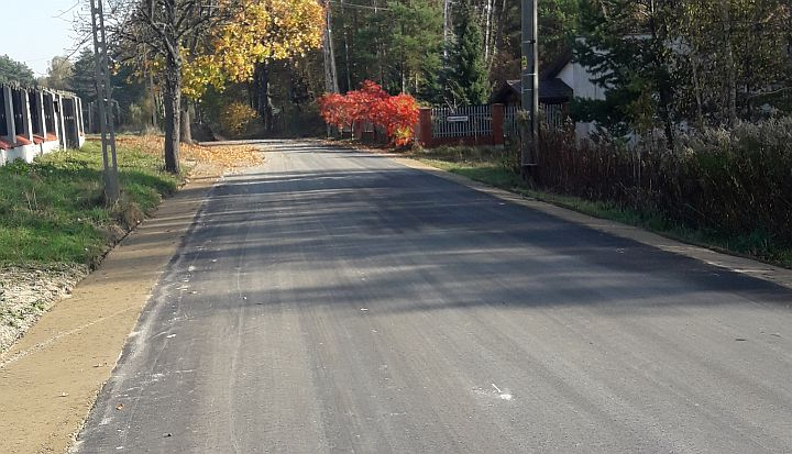 Nowo położony asfalt na ul. Trakt Napoleoński w Kopkach