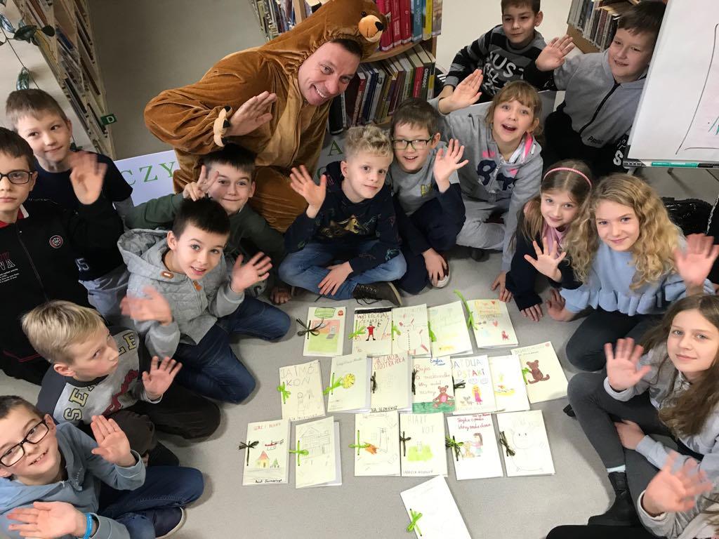 Spotkanie w Bibliotece w Wiązownie z okazji Dnia Życzliwości. Twórcze warsztaty