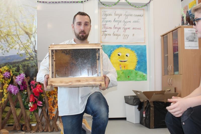 Warsztaty z pszczelarstwa w Szkole w Zakręcie