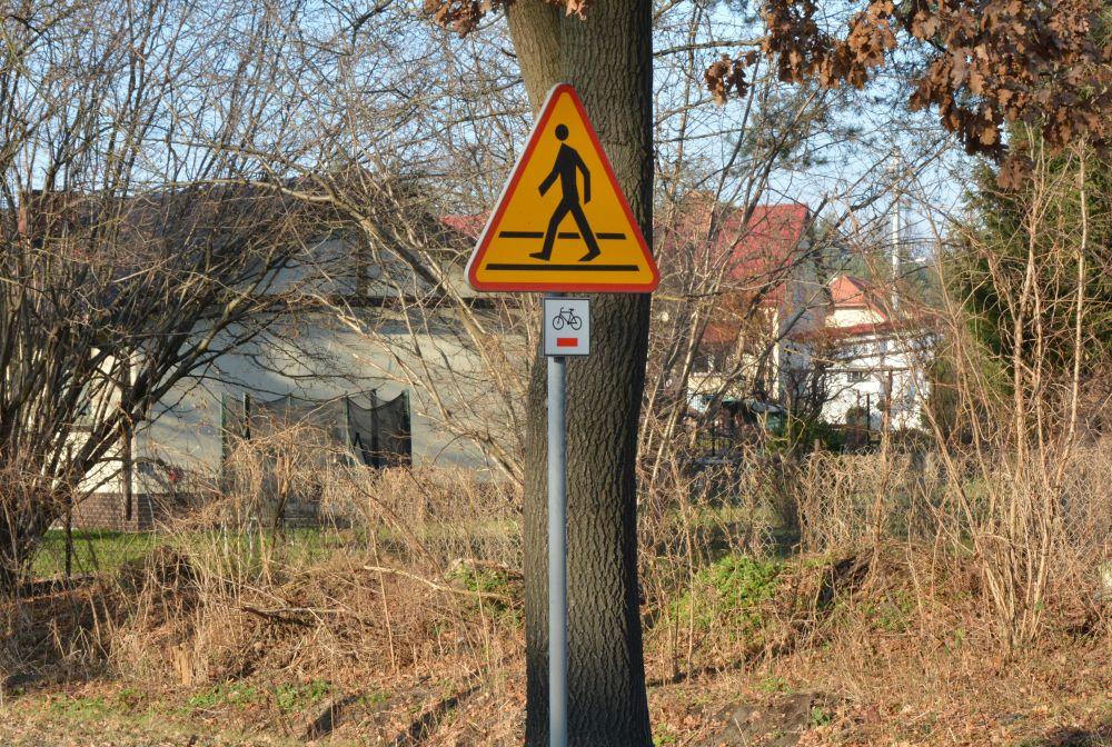 Tabliczki pierwszego szlaku rowerowego w gminie wiązowna
