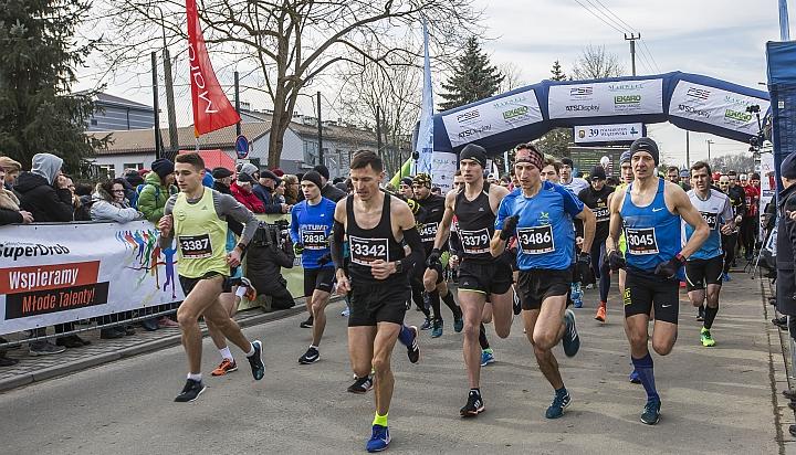 Start zawodników 39. półmaratonu Wiązowskiego