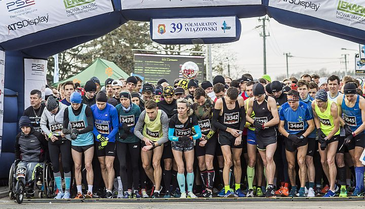 Zawodnicy na starcie 39. Półmaratonu Wiązowskiego