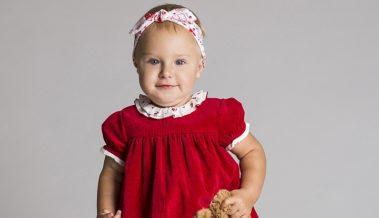 Pola Kuśmierek. Dziewczynka w czerwonej sukience