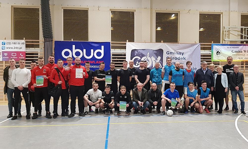 Charytatywny Weekend Sportowy w szkole w Gliniance. Pamiątkowe zdjęcie