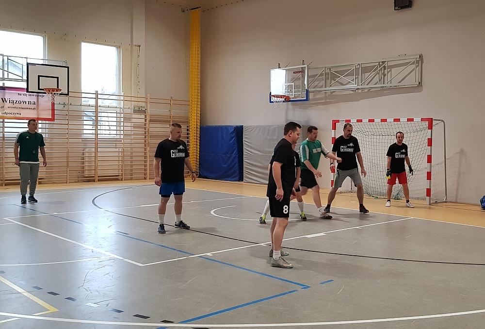 Charytatywny Weekend Sportowy w szkole w Gliniance. Mecz w piłkę nożną