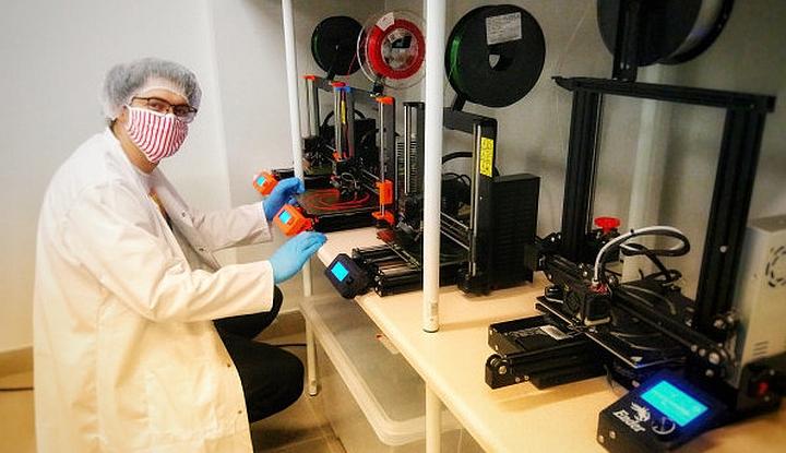 Drukowanie przyłbic medycznych na drukarkach 3D