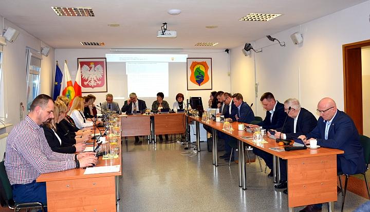 Radni na sesji rady gminy Wiązowna 25 lutego 2020 roku