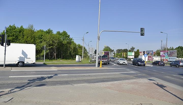Skrzyżowanie drogi krajowej nr 2 z drogą krajową nr 17 w Zakręcie