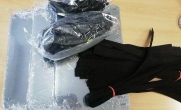 Przyłbice ochronne podzielone na elementy i zapakowane w ochronne woreczki
