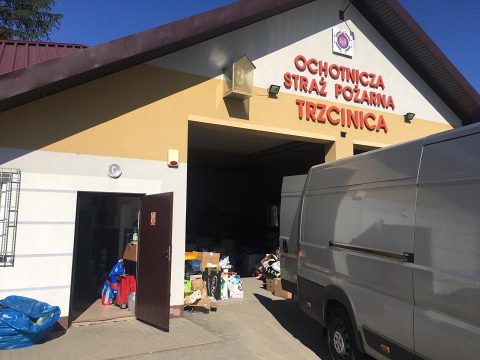 Zbiórka darów dla powodzian z Trzcinicy na Podkarpaciu. Dary dostarczone do OSP Trzcinica