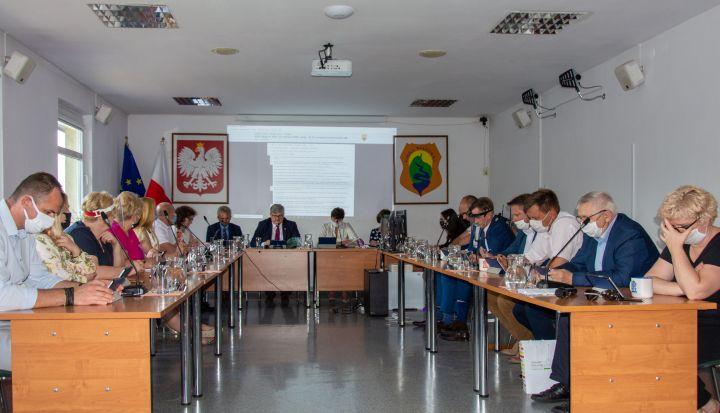 Sesja Rady Gminy Wiązowna 30 czerwca 2020 r. Absolutorium dla Wójta Janusza Budnego jednogłośnie przyjęte