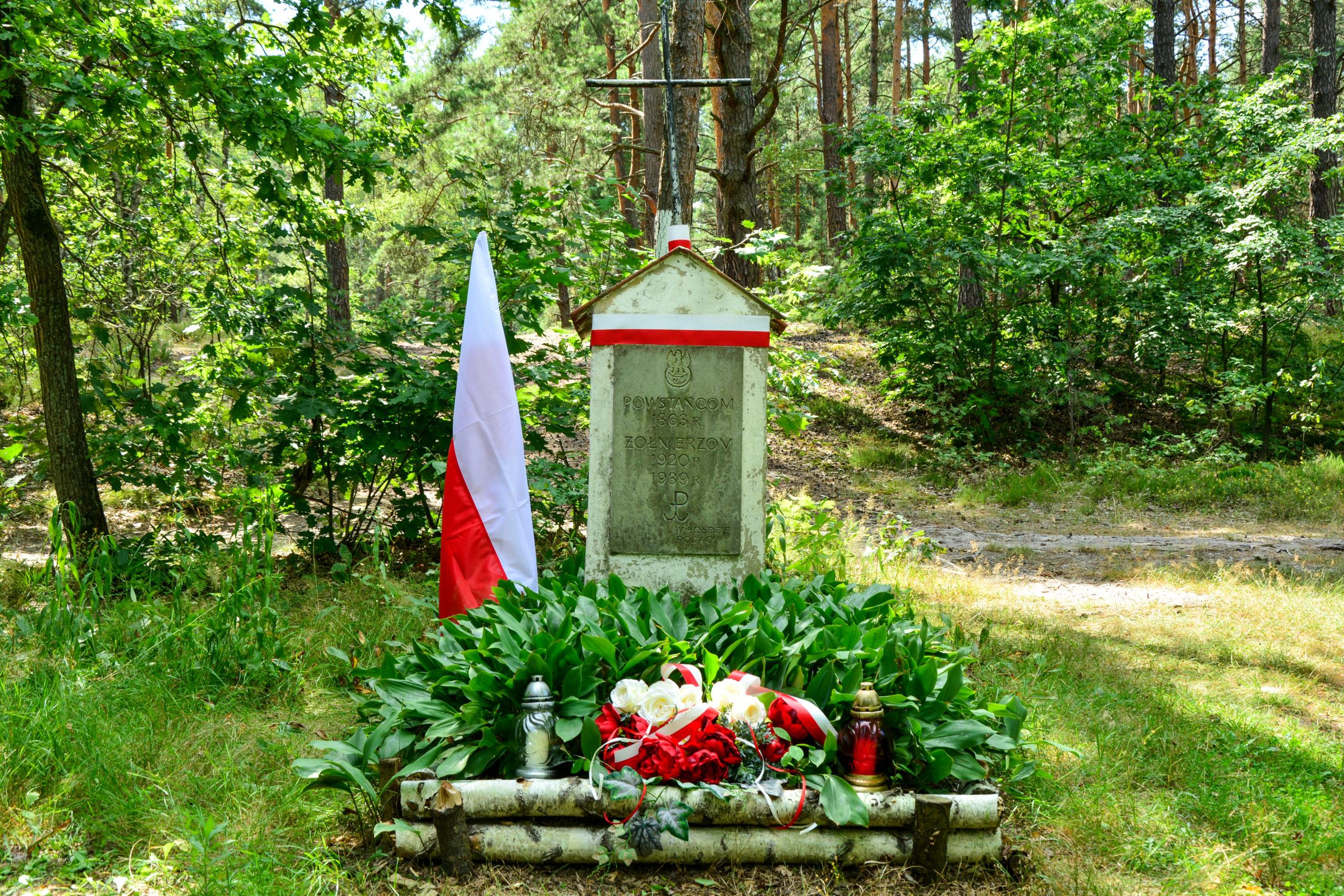 Pamiątkowy pomnik w Zagórzu ku czci bohaterów walczących w 1863 r., 1920 r. i 1939 r.