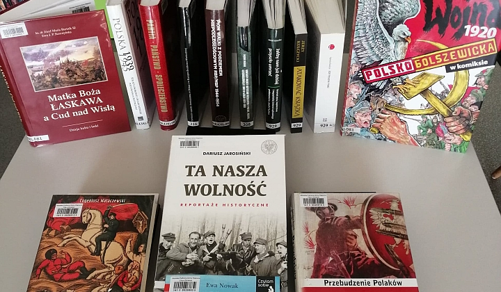 Ksiąski na temat wojny polsko-bolszewickiej znajdujące się w Bibliotece Publicznej Gminy Wiązowna