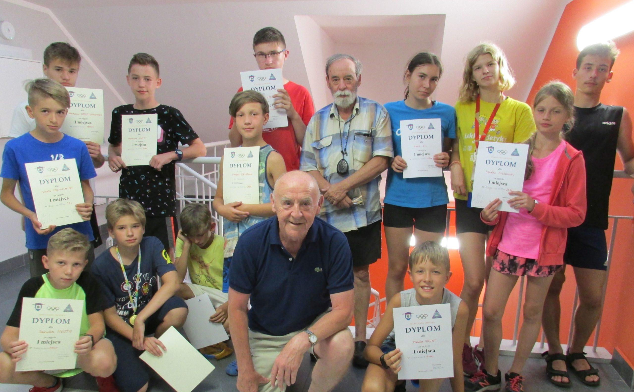 """Zawodnicy UKS """"Smoki"""" na letnim obozie sportowym w Poznaniu (Foto: UKS """"Smoki"""")"""