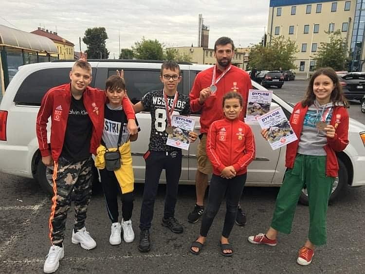 Orły z Zakrętu po zawodach Ju Jitsu, które odbywały się w Bochni w dniach 4-6 września 2020 r.
